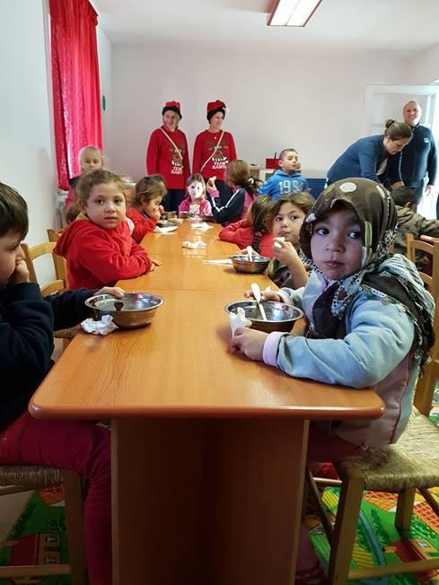 Mange av barna får dagens eneste ordentlige måltid her på dagsenteret.