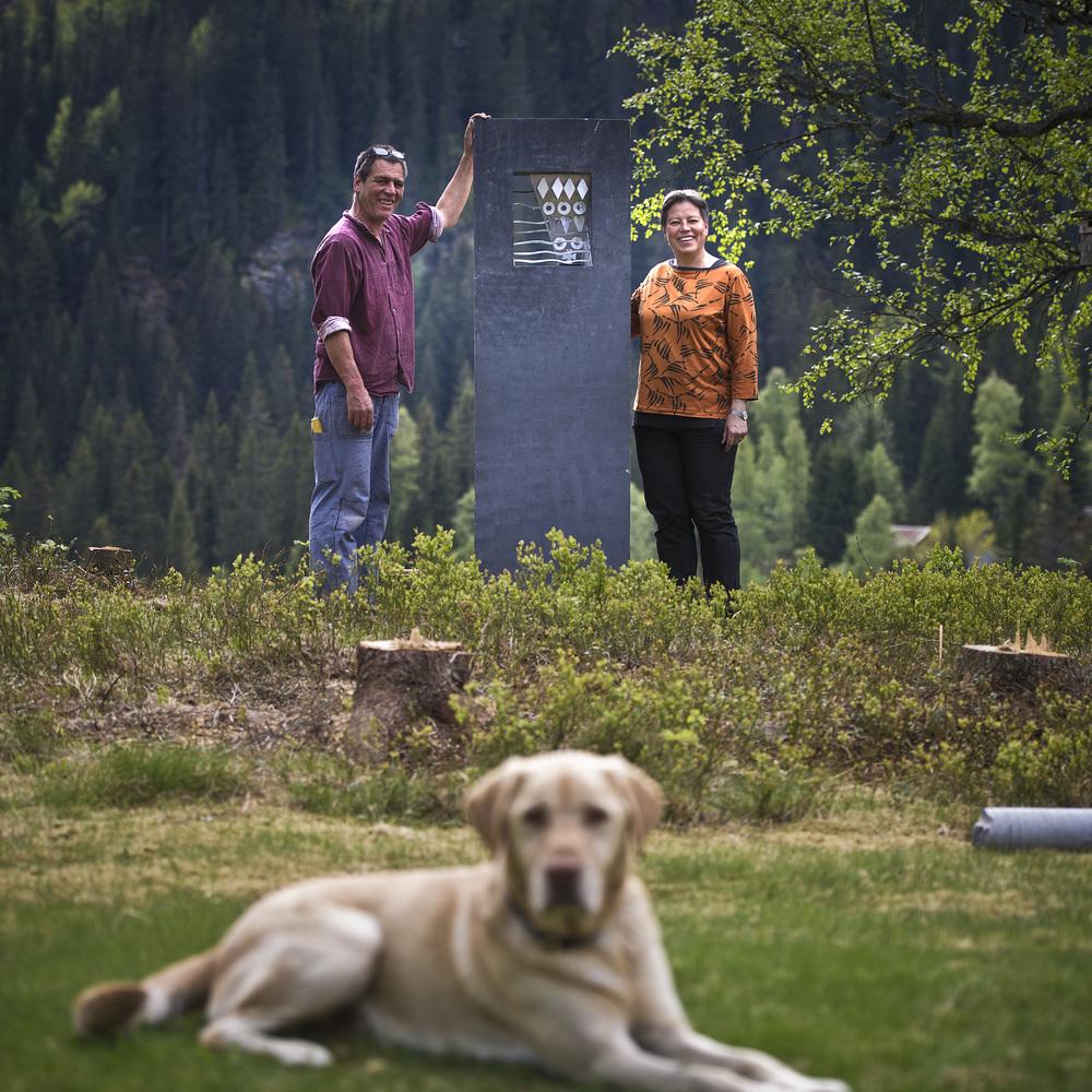 Philipp Dommen og Torhild Grøstad er kunstneriske ansvarlege for gjennomføring av kikkeskåp-prosjektet. Foto Dag Jenssen