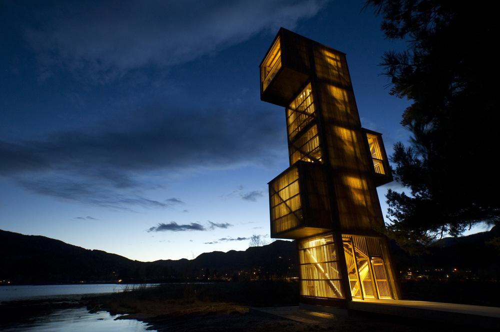 Sjøormtårnet med ljos. Foto: Dag Jenssen