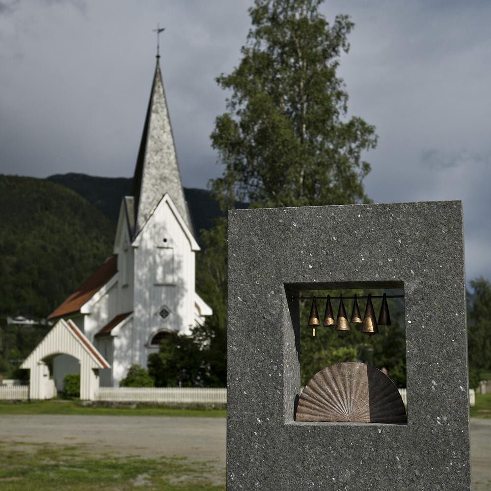 Kikkeskåp Ljose-Signe i Bindingsnuten ved Flatdal kyrkje - kunstnar Kristine Brodersen. Foto: Dag Jensen