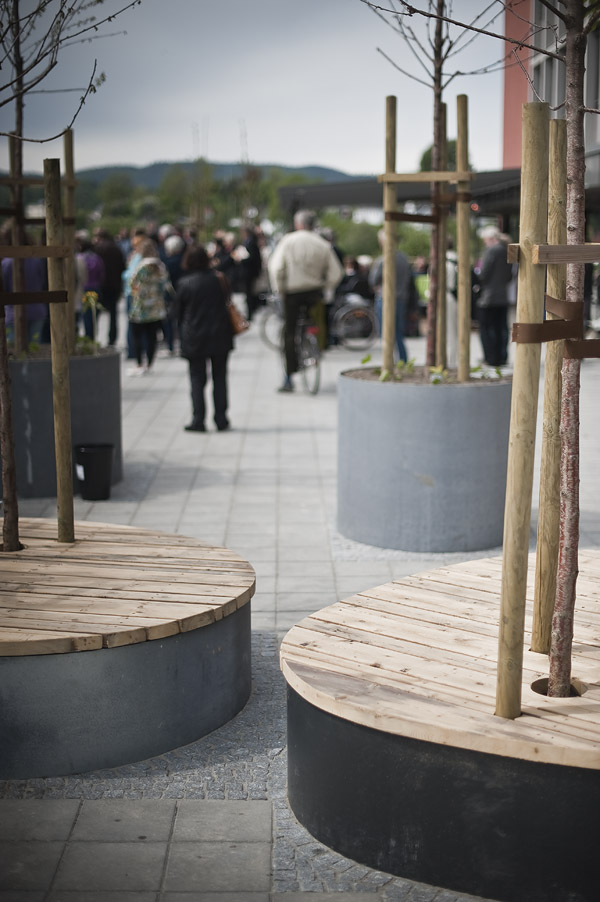 Plantekasser og sitteflater i stål og tre (foto Dag Jenssen)
