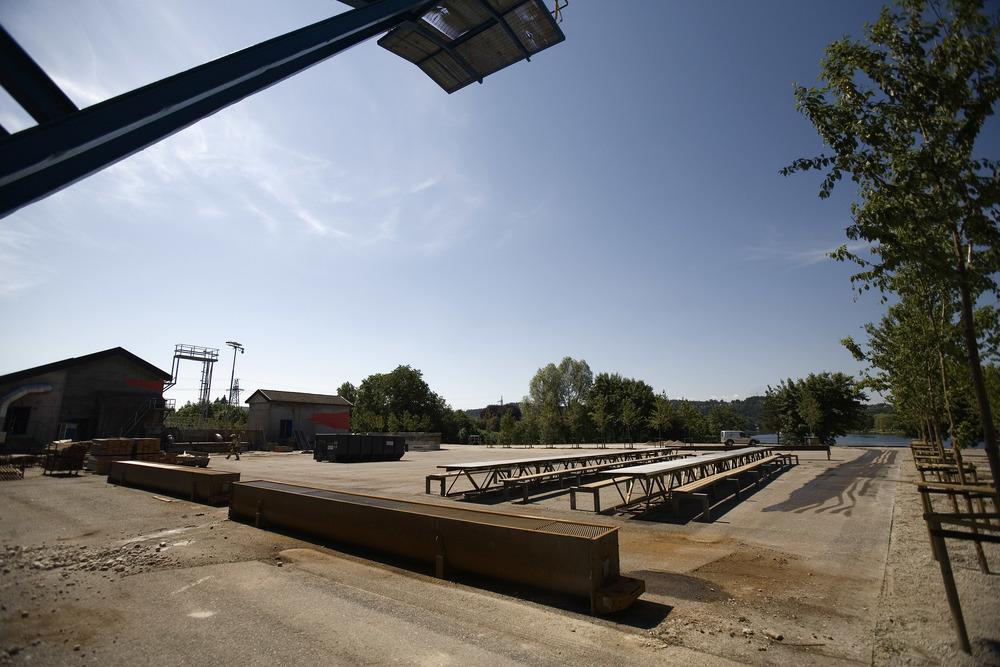 Gjenbruk av industrielementer; griller, bord og benker (foto Dag Jenssen)
