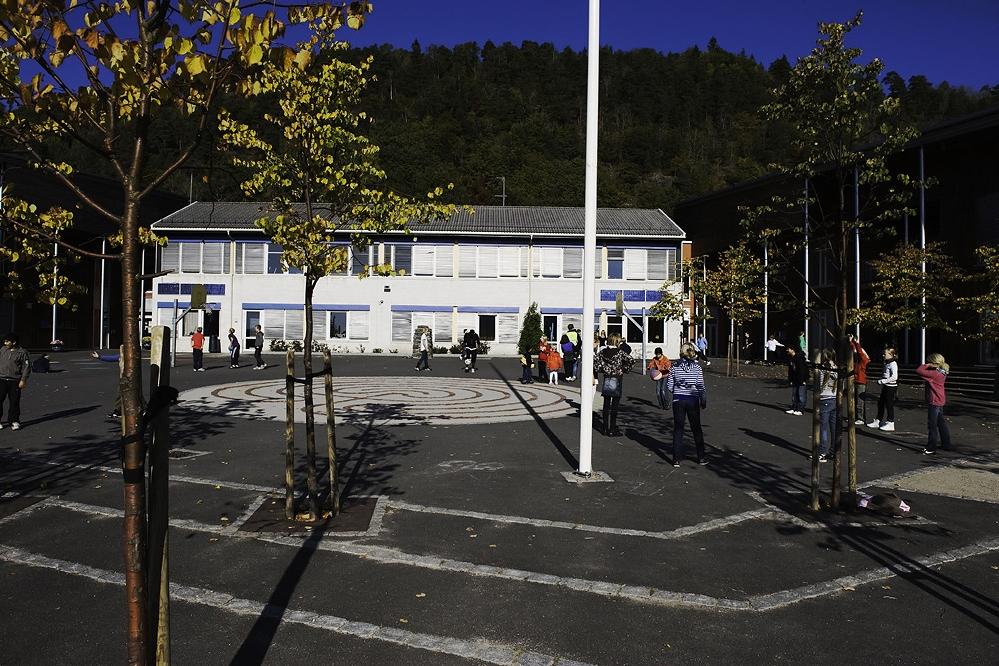 Skolegården på Borge skole (foto Dag Jenssen)