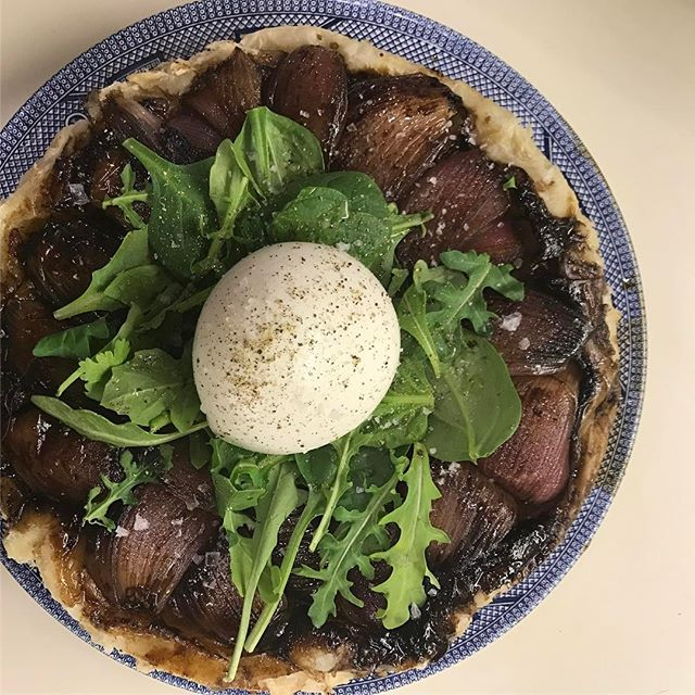 Ignore the news and dance it out to some Whitney Houston in your kitchen today. The shallot tarte tatin from 8 Hoxton Square is here for you, babies @8hoxtonsquare @bonappetitmag #bareaders #maisonboyer