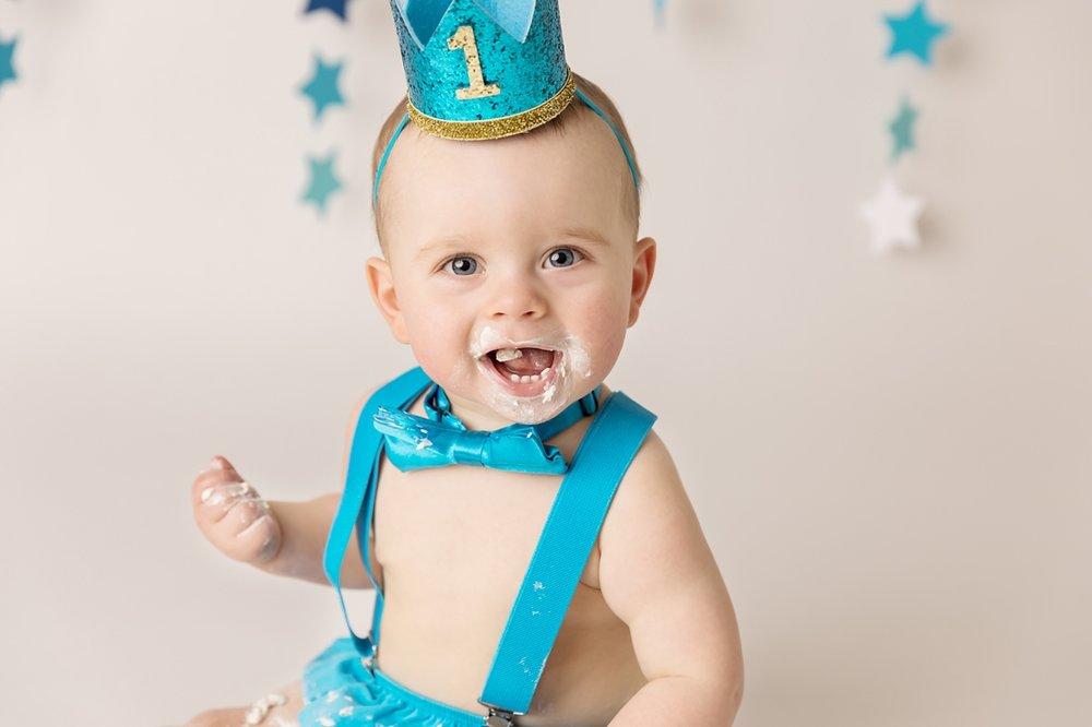 boy in blue cake smash