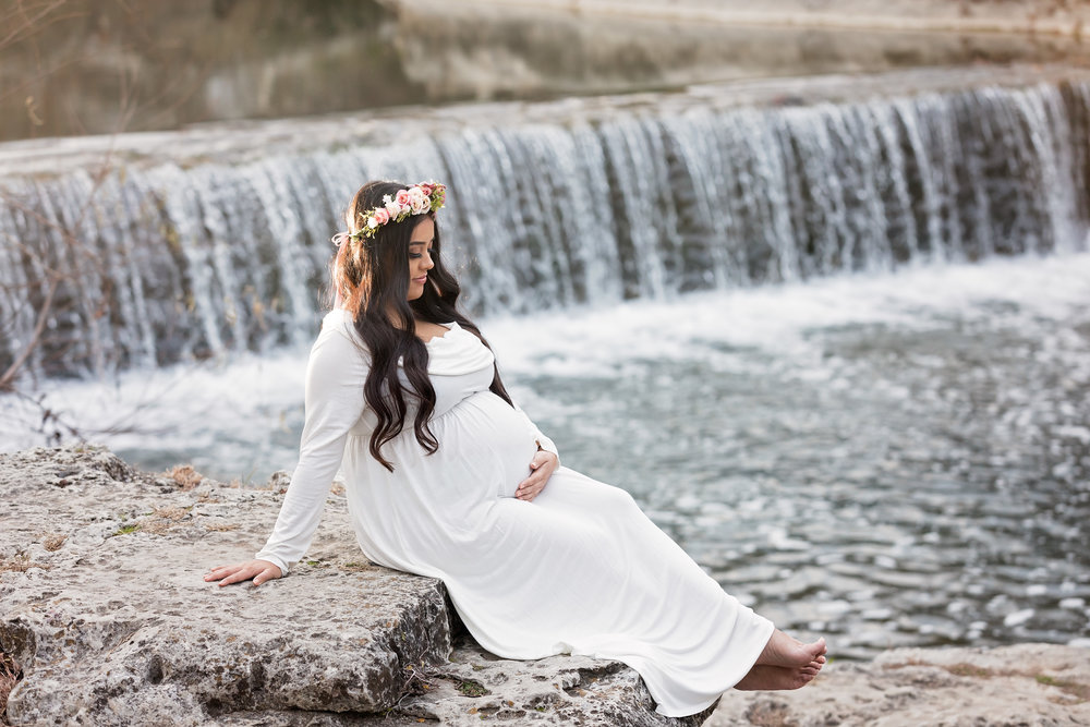 maternity session round rock waterfall