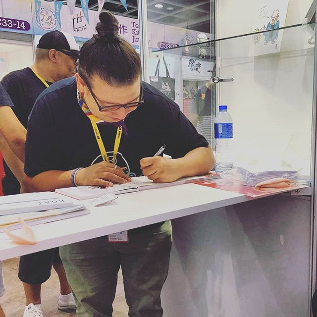 Like anything worth pursuing, developing @kyuandpicko has been deeply rewarding, but interacting with readers and supporters has been immensely heartwarming, and serves to remind us why we do what we do. Thank you, dear readers. What an amazing few days we've had at #ACGHK2018 . Thank you to everyone that supported us at @anicomhk, and thank you @boat_fair_2018 for organizing our section. You're awesome. . @reniwong and I hope to see you all next year! . Credit: @thanhjibble for the sneaky candid shot . #KyuandPicko #comicbook #art #pursuewhatismeaningful #Kyu #writers #artist