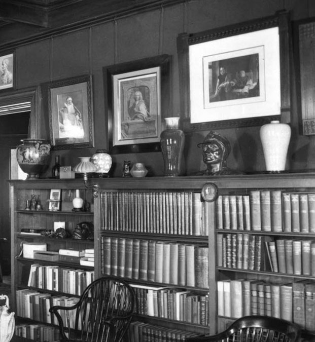 Glessner House library, 1923; the Savonarola portrait hangs directly beneath the bust of Dante