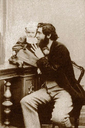 Photo by G. Sommer - self-portrait with son Edmondo, 1864 (http://www.luminous-lint.com/app/image/7765027537460006401236958/, Public Domain,  https://commons.wikimedia.org/w/index.php?curid=31832818 )