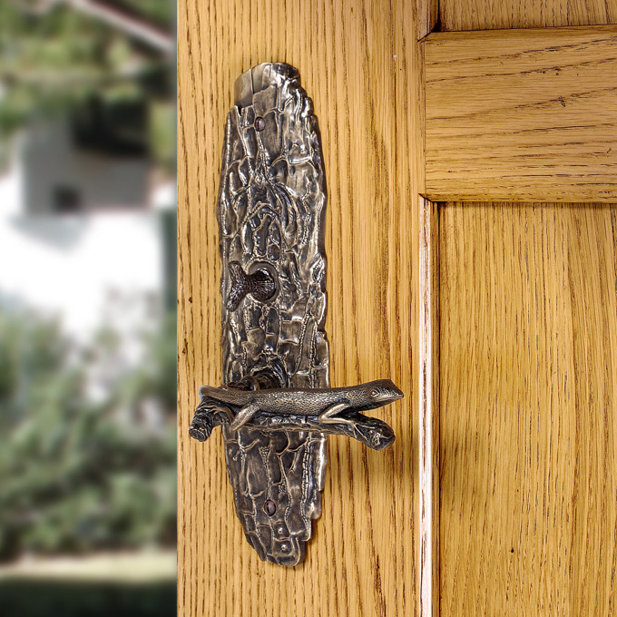 Unusual entry lever handle lizard