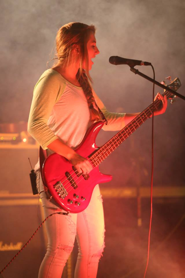 Molly Lutz Vocals & Bass