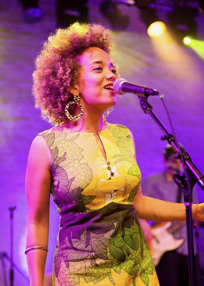 live_singer.jpg