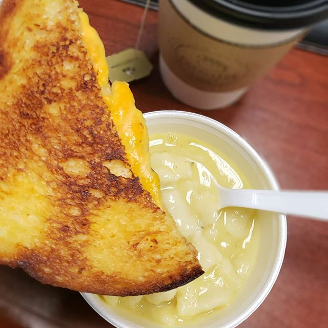 Tuesday is our favorite day because @chameleoncafeakron runs a special with the @notyodaddys grilled cheese plus a cup of soup (🐔 & dumpling here) and drink (Tila tea!) for $9. Perfect lunch for a fall/winter day like today! . . . #noyodaddys #mexicanhotsauce #hotandflavorful #keepingakronhot #foodie #foodgram #instafood #whynotakron #soup #hotsauce #grilledcheese #supportsmallbusiness
