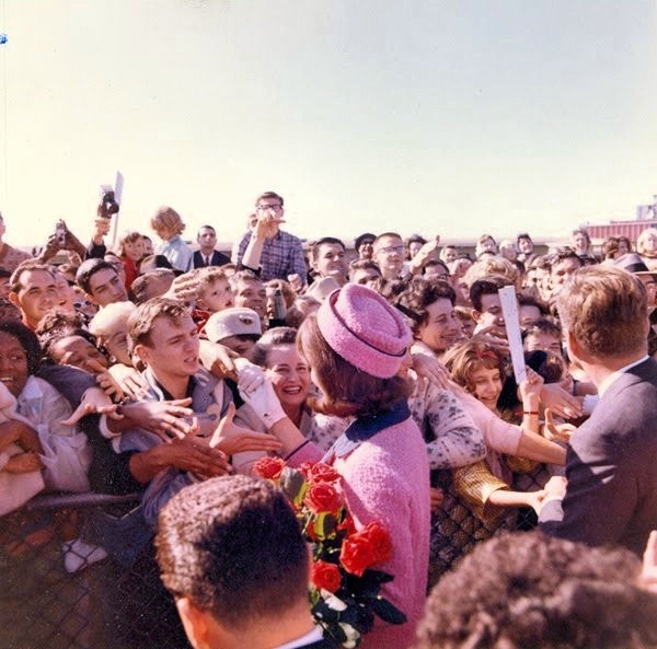 Jackie Kennedy greeting crowds in Dallas in 1963