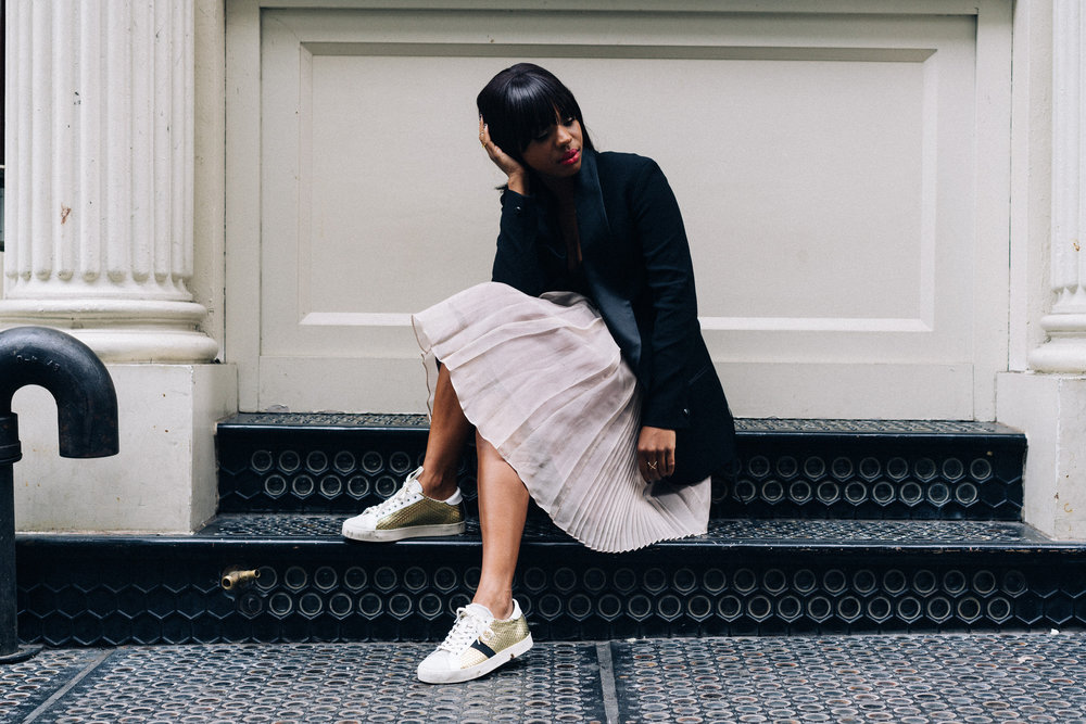 how to wear sneakers dressy
