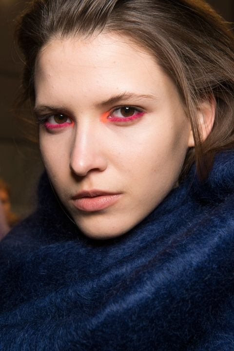 Fall Beauty Trends Pop Pink Eyeliner.jpg