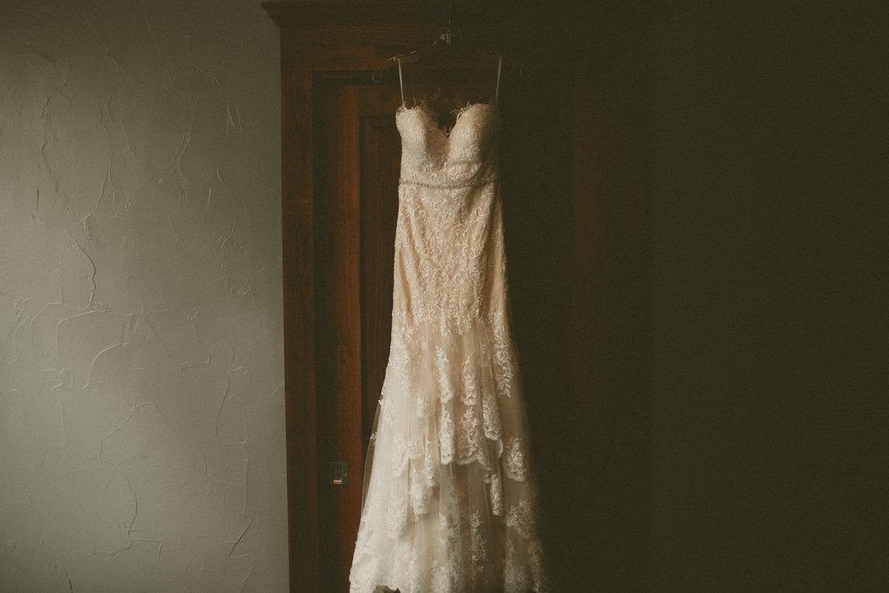 katmalonephoto_the_grove_denton_wedding_001.jpg