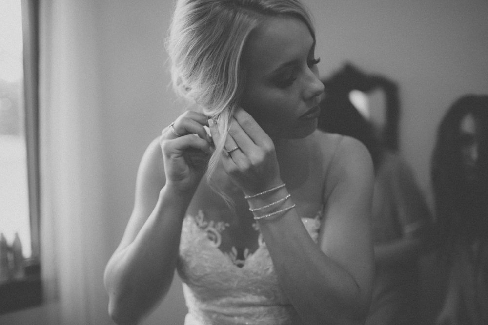 katmalonephoto_the_grove_denton_wedding_002.jpg