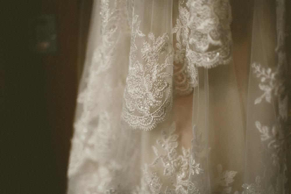 katmalonephoto_the_grove_denton_wedding_003.jpg