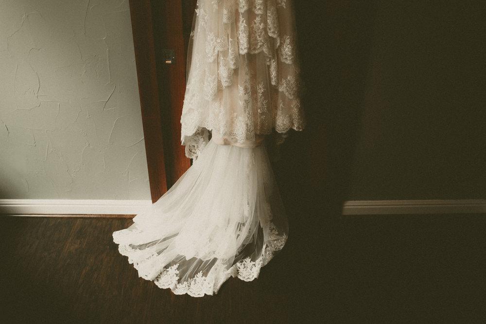 katmalonephoto_the_grove_denton_wedding_018.jpg