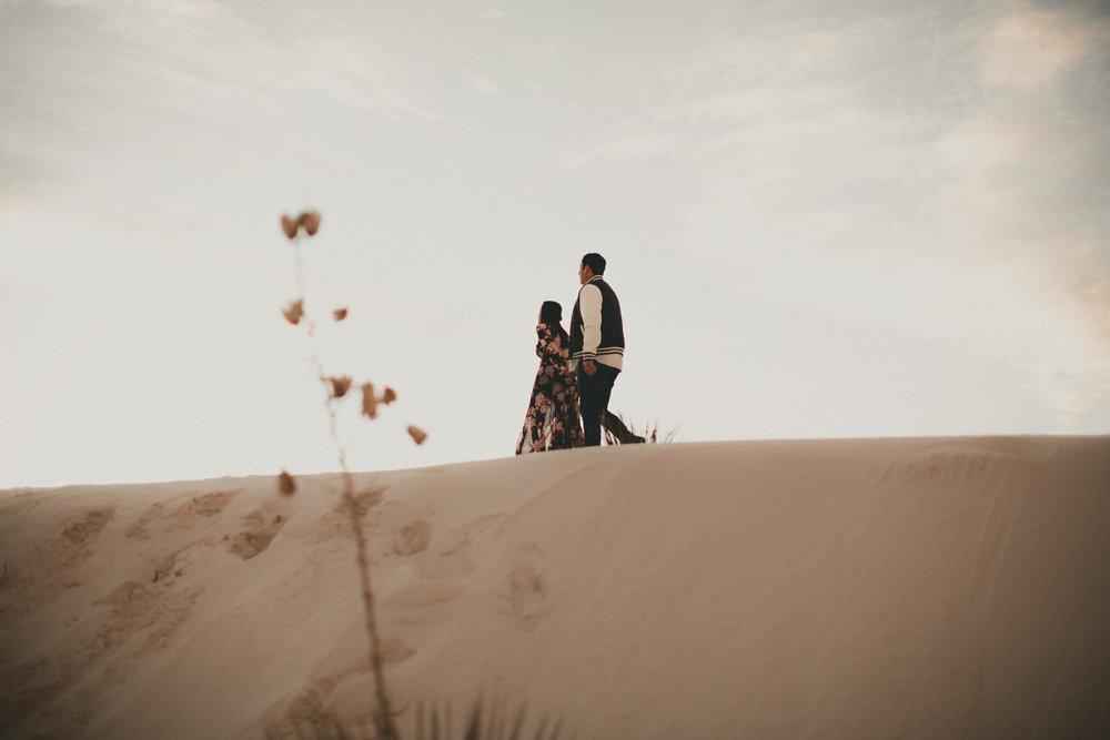 katmalonephoto_jel_zach_new_mexico_engagements_desert_017.jpg