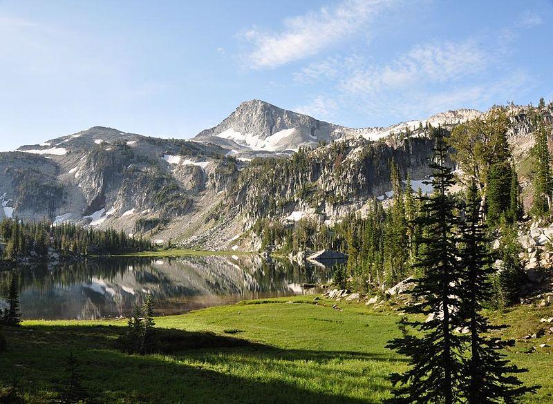 Mirror_Lake,_Eagle_Cap_Wilderness.jpg