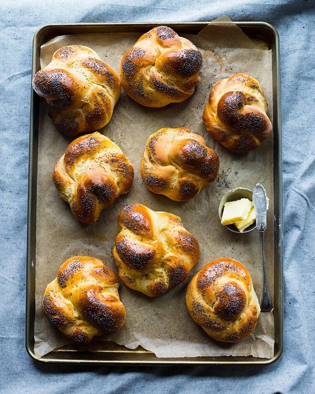 Now that summer bbq season has officially started I'm all about these Homemade Challah Buns on repeat. Any fantastic burger ideas for these babies? . . . . . #bakers #bakersofinstagram #buzzfeedfood #foodblogfeed #feedfeedbaking #feedfeed #foodblog #breadmaking #pdxeats #pdxnow #pdxfood #foodphotographer #foodstyling #vscofood #challah #breadlover #grillingseason #onthetable #beautifulfood #bread🍞 #bakingtime