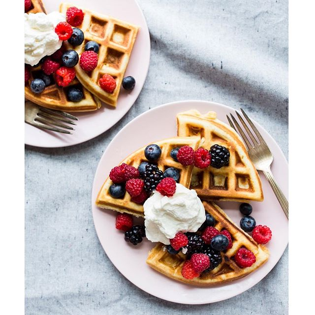 Everyday I'm waffling. 🙌 . . . . . #waffles #breakfastgoals #brunchgoals #brunchtime #breakfastclub #berries #oregonberries #pdxfood #pdxeats #pdxfoodie #treatyoself #foodstylist #foodstyling #foodblogfeed #foodphotography #foodphotographer #onthetable #feedfeed #f52grams #pnw