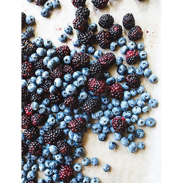 Freezing dem berries ❄️ Because sometimes despite your best efforts to eat blueberries in every meal, snack and dessert, you still have more berries. But it's okay, you have a freezer and make a lot of smoothies. . . . . . . #foodphotography #foodstyling #berrypicking #berries #pdx #pnw #oregon #pdxnow #pdxeats #breakfastgoals #plantbased #plantpower #foodporn #localfood #eattherainbow #onthetable #feedfeedvegan #veganeats