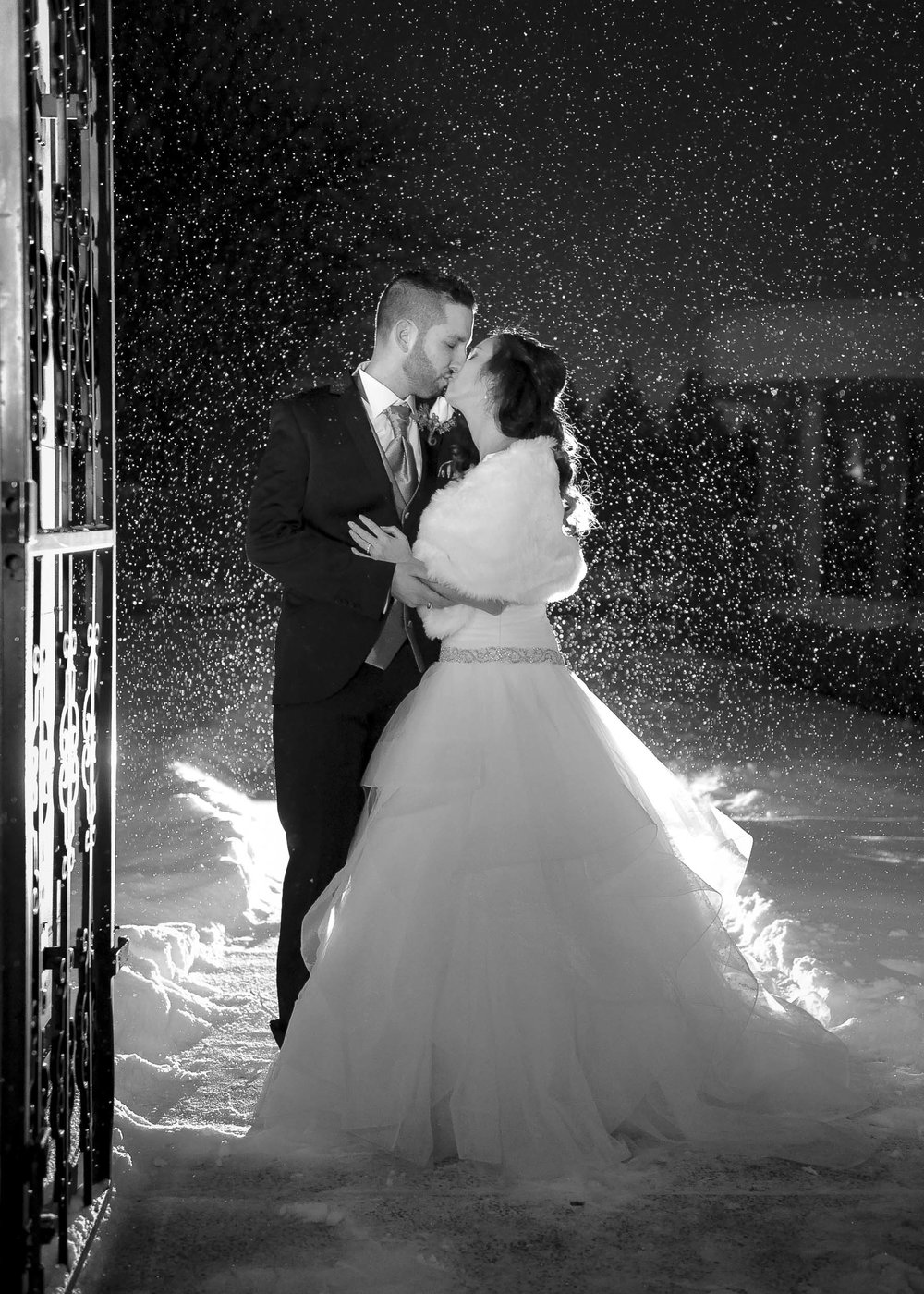 The snow was coming down more steadily and it really made for some fantastic images.  The kiss coupled with the snow, and the black and white effect creates a very romantic feel.
