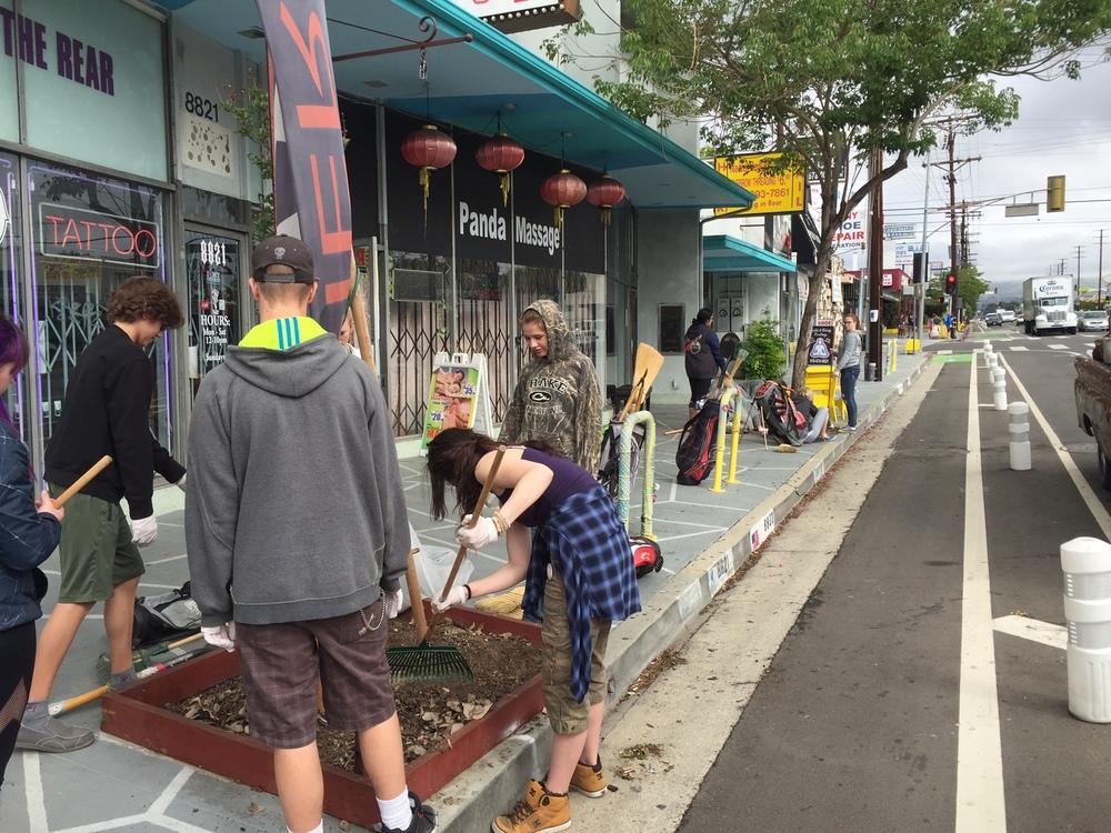 2016 Reseda Boulevard Cleanup