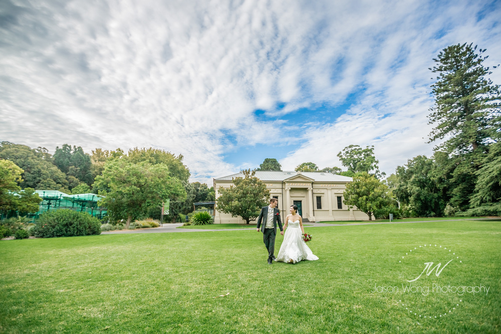 a-walk-in-botanic-garden-bride-and-groom.jpg