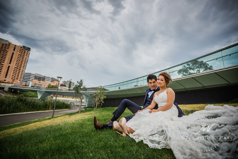 bride-and-groom-at-adelaide-oval-footbridge.jpg