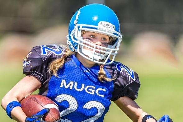 Female QB throws Touchdown - 16 year old Holly Neher throws a 42-yard touchdown pass for Hollywood Hills High School on 1st attempt.