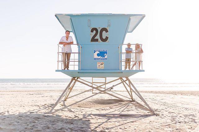 Sibling love 💕 . . . . #familyphotographer #coronado #hoteldelcoronado #sandiego #beachphotography #beachfamilyphotos #siblings #sandiegophotographer #socalphotographer #sdphotographer #jasminenakasonephotography