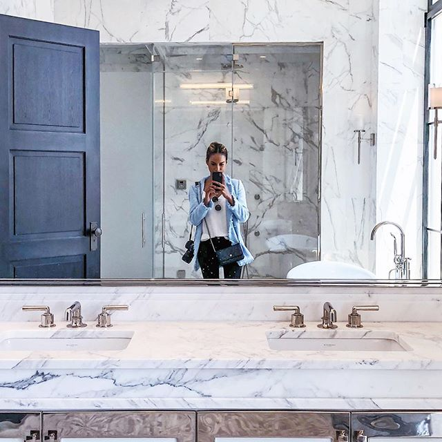 Hello floor to ceiling marble! 😍  from art deco details to the incredible history behind Walker Tower and its designer Ralph Walker, all the available units for sale are showstoppers (this is a bathroom in PH1). See my stories from today for more!