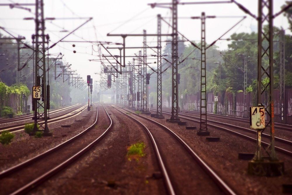 railway-tracks-3455169_1920.jpg