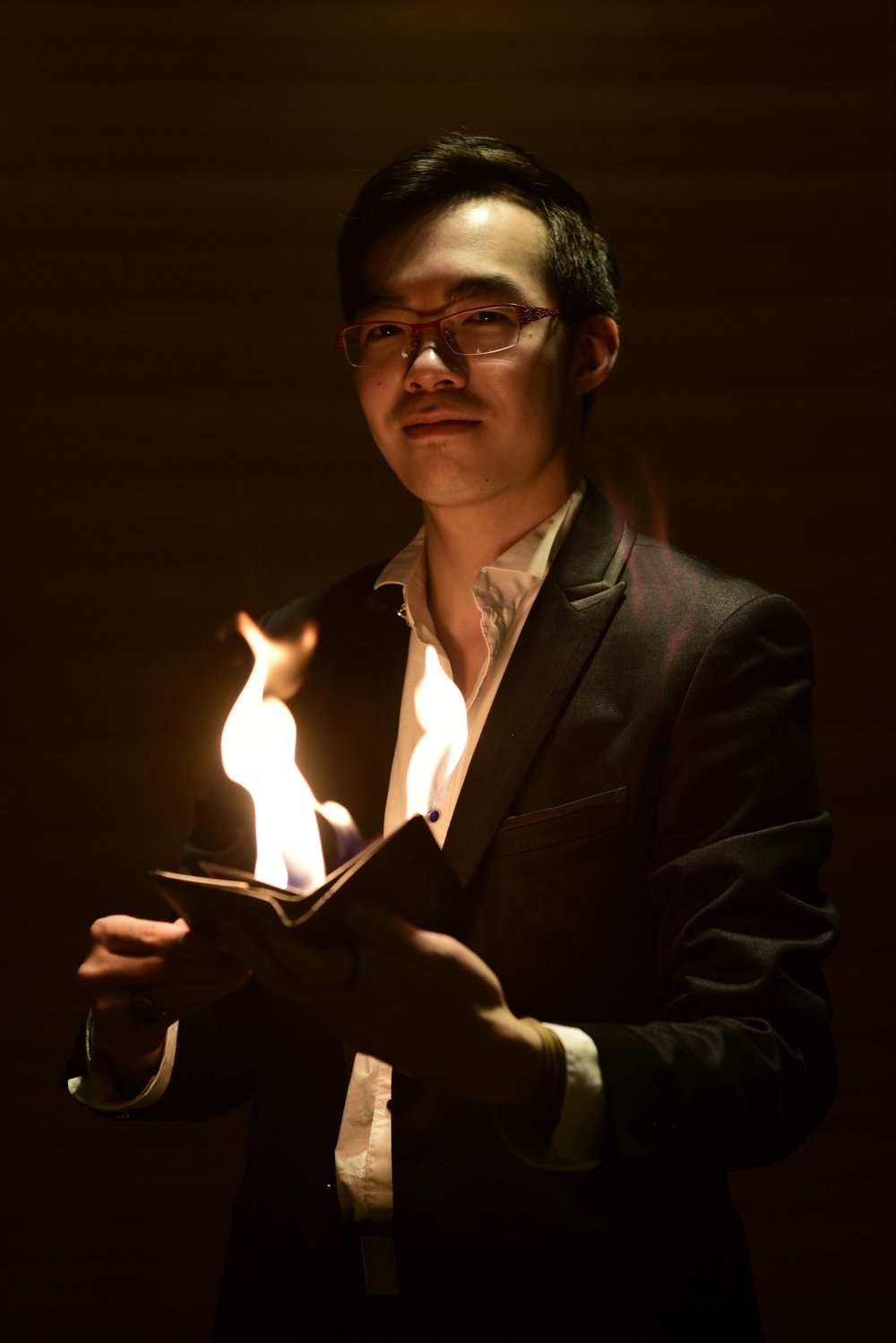 Julian Yu - The Card Master- Cheeky, Dexterous, Crazy Sleight of HandJulian's performance style is a combination of mystery and humour. His unique ability to dazzle a large crowd with just a deck of cards is unmatched.Performance experience: 7 years