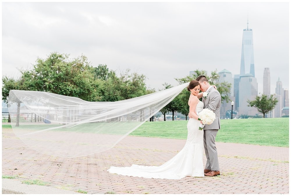 Maritime-Parc-Jersey-City-NJ-Skyline-Wedding-Photo_0102.jpg