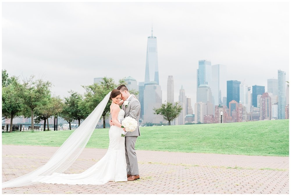 Maritime-Parc-Jersey-City-NJ-Skyline-Wedding-Photo_0118.jpg