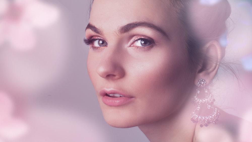 Makeup / Carly Flint