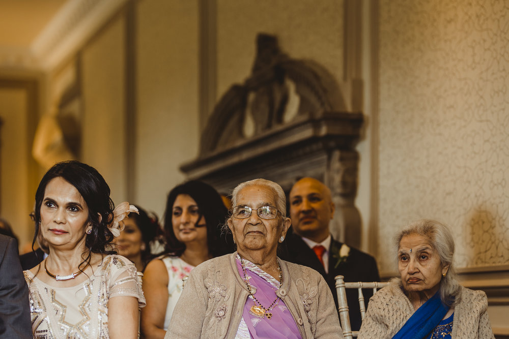 N&J_MILTON_KEYNES_WEDDING_LONDON_PHOTOGRAPHER_ASIAN_WEDDING-369.JPG