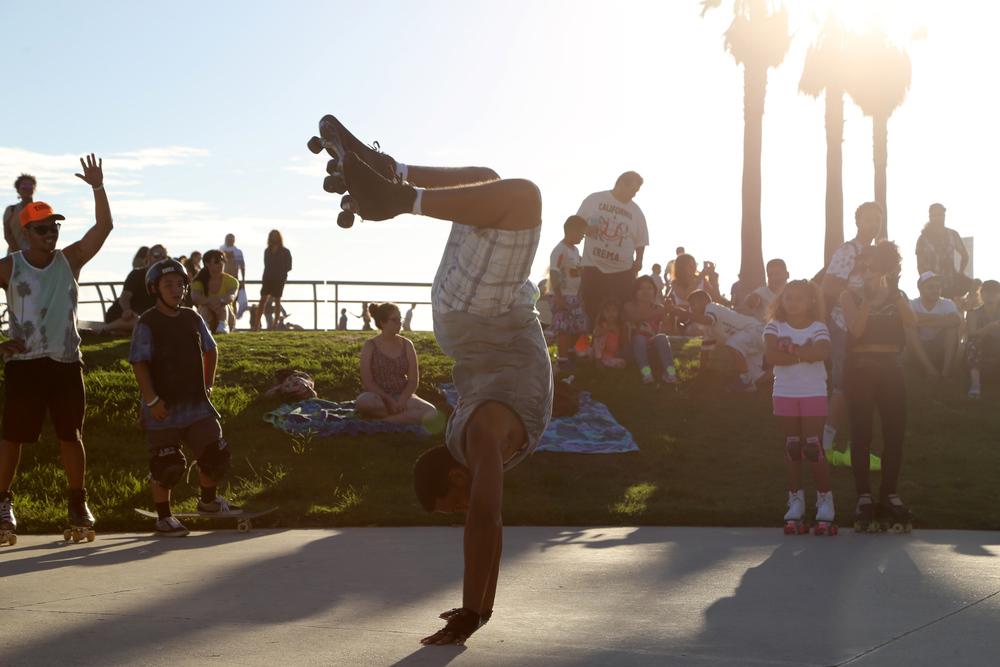Venice_RollerSkates_HandStand.jpg