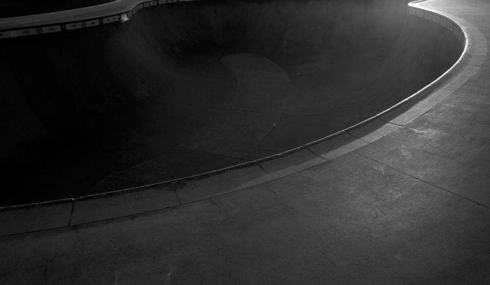 Venice_SkatePark_Bowl_Curves_BW.jpg