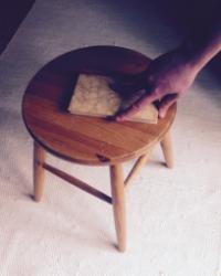 Minä laitan kirjan tuoli lle .  ( I place the book onto the chair. )