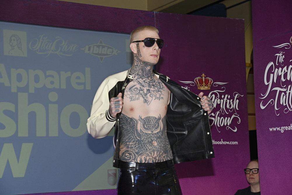 Amazing Fashion Shows 'Show some skin!'.JPG