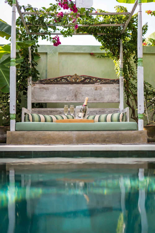 pool_champagne1.jpg