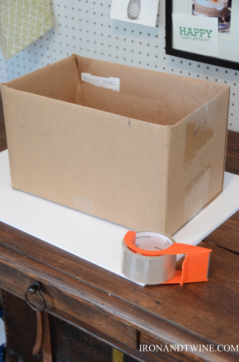 DIY+Belt+Handled+Box,+DIY+fabric+covered+box,+Iron+and+Twine+(11).jpg