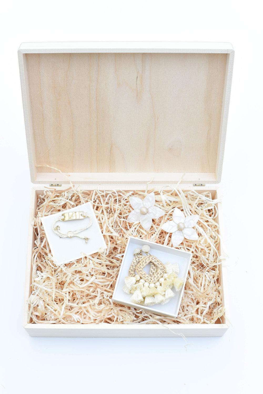 For Her | Jewelry Gift Set - L:R | Adjustable Rope Bracelet | Flower Stud Earrings in White | Statement Drop Earrings |