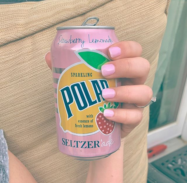"""Water is my drink of choice, but sometimes I want something a little different that has zero affect on my blood sugar. Side note... you know what's really funny? When people say """"yeah, but seltzer is so bad for you"""". I can think of many things that are """"so bad"""" for the human body, and it actually makes me LOL when people try to say this is one of them. Like, ok, maybe it has downsides but """"so bad""""? Bahahahaha. This was really good and tasted sweet but isn't... and Sarah took a pic because my nails and the can match PERFECTLY. HAVE A LOVELY WEEKEND ❤️"""